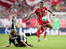 14.04.2018, Allianz Arena, Muenchen, GER, 1. FBL, FC Bayern Muenchen vs Borussia Moenchengladbach, 30. Runde, im Bild Jannik Vestergaard ( Borussia Moenchengladbach #4 ) Thiago Alcantara (FC Bayern Muenchen #6) // during the German Bundesliga 30th round match between FC Bayern Munich and Borussia Moenchengladbach at the Allianz Arena in Muenchen, Germany on 2018/04/14. EXPA Pictures &copy; 2018, PhotoCredit: EXPA/ Eibner-Pressefoto/ Langer<br /> <br /> *****ATTENTION - OUT of GER*****