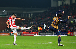 Jonathan Walters of Stoke City fires a shot at goal past Arsenal's Olivier Giroud  - Mandatory byline: Matt McNulty/JMP - 17/01/2016 - FOOTBALL - Britannia Stadium - Stoke, England - Stoke City v Arsenal - Barclays Premier League