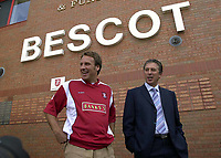MERSON....PIC TIM EASTHOPE..16..... Pictured is soccer star Paul Merson signing for Walsall from Portsmouth, with manager colin Lee