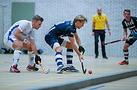 DELFT - Koen Visser (Kampong) met Cedric de Gier (hdm)  tijdens de zaalhockey hoofdklasse competitiewedstrijd HDM-KAMPONG (7-8). COPYRIGHT KOEN SUYK