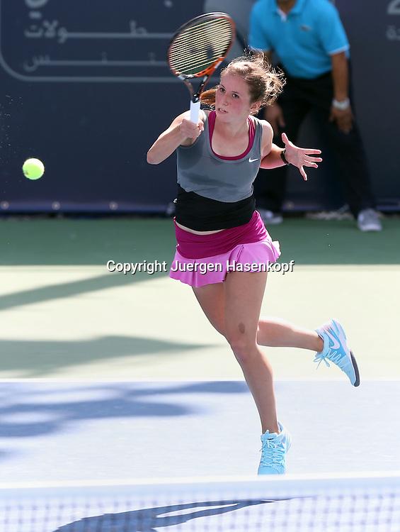 Dubai Tennis Championships 2014,WTA Tennis Turnier,International Series,<br /> Annika Beck (GER),Aktion,Einzelbild,Ganzkoerper,<br /> Hochformat,von oben,