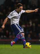 Picture by David Horn/Focus Images Ltd +44 7545 970036<br /> 23/11/2013<br /> Frank Lampard of Chelsea scores his team's first goal from the penalty spot during the Barclays Premier League match at the Boleyn Ground, London.