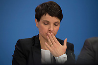 DEU, Deutschland, Germany, Berlin, 16.12.2016: Dr. Frauke Petry, Vorsitzende der Partei Alternative für Deutschland (AfD), bei einer Pressekonferenz der AfD, auf der eine App für verunsicherte Bürger vorgestellt wird.