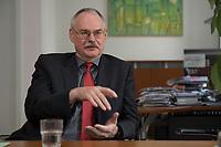 08 MAY 2012, BERLIN/GERMANY:<br /> Prof. Dr. Gert G. Wagner, Vorstandsvorsitzender DIW Berlin, waehrend einem Interview, in seinem Buero, Deutsches Institut für Wirtschaftsforschung e.V. <br /> IMAGE: 20120508-02-001<br /> KEYWORDS: Gerd Wagner