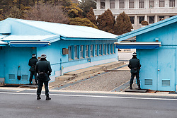 THEMENBILD - Die demilitarisierte Zone (DMZ) ist eine entmilitarisierte Zone. Sie teilt die Koreanische Halbinsel in Nord- und Südkorea und wurde nach dem drei Jahre dauernden Koreakrieg im Jahre 1953 eingerichtet. Die DMZ ist 248 Kilometer lang und ungefähr vier Kilometer breit. In ihrer Mitte verläuft die Militärische Demarkationslinie (MDL), die Grenze zwischen Nord- und Südkorea. Die DMZ wird von der aus Vertretern beider Seiten bestehenden Waffenstillstandskommission MAC (von engl. Military Armistice Commission) verwaltet. Das Betreten der DMZ ohne Genehmigung der Waffenstillstandskommission ist beiden Seiten grundsätzlich untersagt. Hier im Bild Übersicht auf die Gebäude der Joint Security Area (JSA) im Hintergrund das Verwaltungsgebäude der DPRK in Panmun GAK. Aufgenommen am 28. Februar 2018 // The Korean Demilitarized Zone (DMZ) is a strip of land running across the Korean Peninsula. It is established by the provisions of the Korean Armistice Agreement to serve as a buffer zone between the Democratic People's Republic of Korea (North Korea) and the Republic of Korea (South Korea). The demilitarized zone (DMZ) is a border barrier that divides the Korean Peninsula roughly in half. It was created by agreement between North Korea, China and the United Nations in 1953. The DMZ is 250 kilometres (160 miles) long, and about 4 kilometres (2.5 miles) wide. In the Picture: Overview of the buildings of the Joint Security Area (JSA) in the background the administrative building of the DPRK in Panmun GAK. DMZ on 28th February 2018. EXPA Pictures © 2018, PhotoCredit: EXPA/ Johann Groder
