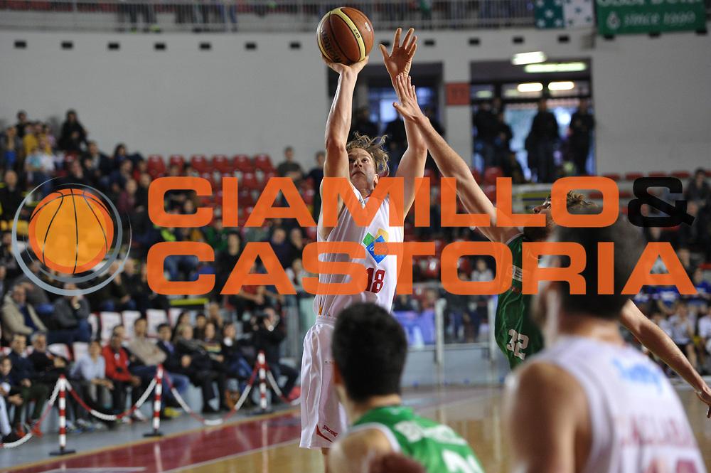 DESCRIZIONE : Roma LNP A2 2015-16 Acea Virtus Roma Mens Sana Basket 1871 Siena<br /> GIOCATORE : Gabriele Benetti<br /> CATEGORIA : tiro ritardo<br /> SQUADRA : Acea Virtus Roma<br /> EVENTO : Campionato LNP A2 2015-2016<br /> GARA : Acea Virtus Roma Mens Sana Basket 1871 Siena<br /> DATA : 06/12/2015<br /> SPORT : Pallacanestro <br /> AUTORE : Agenzia Ciamillo-Castoria/G.Masi<br /> Galleria : LNP A2 2015-2016<br /> Fotonotizia : Roma LNP A2 2015-16 Acea Virtus Roma Mens Sana Basket 1871 Siena