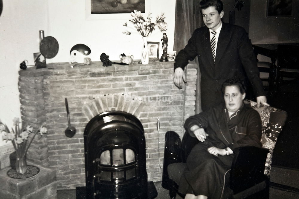 casual portrait of mother with son Netherlands 1950s