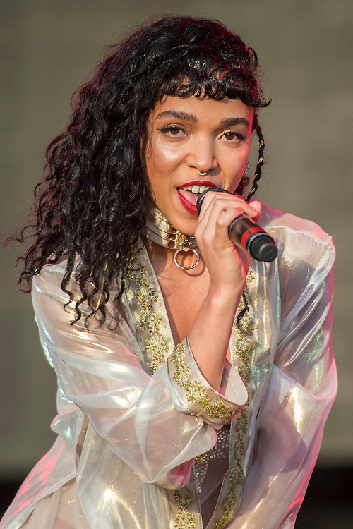 FKA Twigs plays the West Holt Stage. The 2015 Glastonbury Festival, Worthy Farm, Glastonbury.