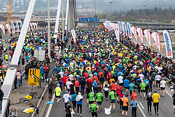 14.04.2019, Linz, AUT, Oberbank Linz Donau Marathon, am Sonntag, 14. April 2019, während des Linz Donau Marathon, in Linz, im Bild Start zum 18. Linz Marathon // during the Oberbank Linz Donau Marathon in Linz, Austria on 2019/04/14. EXPA Pictures © 2019, PhotoCredit: EXPA/ Reinhard Eisenbauer