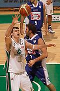 DESCRIZIONE : Siena Lega A 2010-11 Montepaschi Siena Bennet Cantu<br /> GIOCATORE : Ksistof Lavrinovic<br /> SQUADRA : Montepaschi Siena<br /> EVENTO : Campionato Lega A 2010-2011<br /> GARA : Montepaschi Siena Bennet Cantu<br /> DATA : 27/02/2011<br /> CATEGORIA : rimbalzo<br /> SPORT : Pallacanestro<br /> AUTORE : Agenzia Ciamillo-Castoria/P.Lazzeroni<br /> Galleria : Lega Basket A 2010-2011<br /> Fotonotizia : Siena Lega A 2010-11 Montepaschi Siena Bennet Cantu<br /> Predefinita :