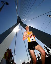 15-04-2007 ATLETIEK: FORTIS MARATHON: ROTTERDAM<br /> In Rotterdam werd zondag de 27e editie van de Marathon gehouden. De marathon werd rond de klok van 2 stilgelegd wegens de hitte en het grote aantal uitvallers / Loper op de Erasmusbrug creative illustratief<br /> ©2007-WWW.FOTOHOOGENDOORN.NL