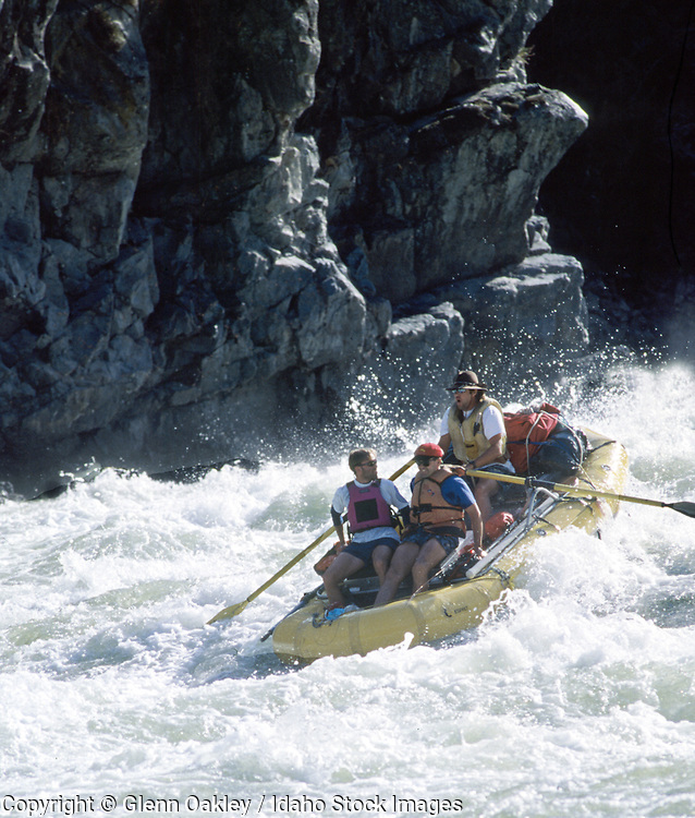 Raft running Wild Sheep Rapid, Hells Canyon, Snake River