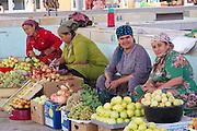 Uzbekistan, Khiva, Dekhon Bazaar. Fruit.