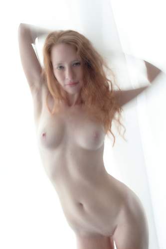 Nude readhead model
