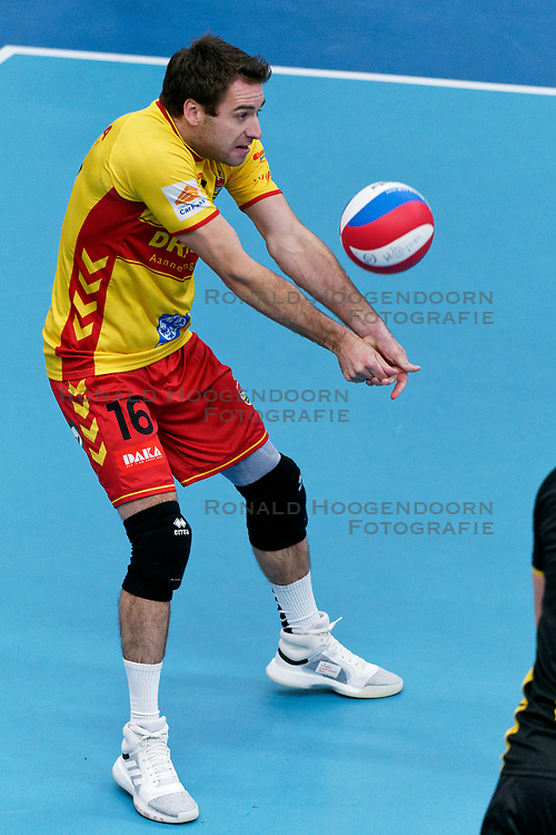 26-10-2019 NED: Talentteam Papendal - Draisma Dynamo, Ede<br /> Round 4 of Eredivisie volleyball - Mats Kruiswijk #16 of Dynamo