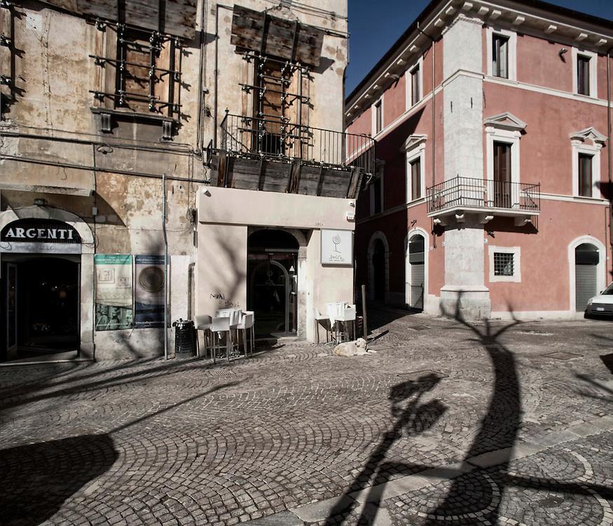 Un Bar aperto nel Centro dell'Aquila<br /> <br /> Bar in the city center
