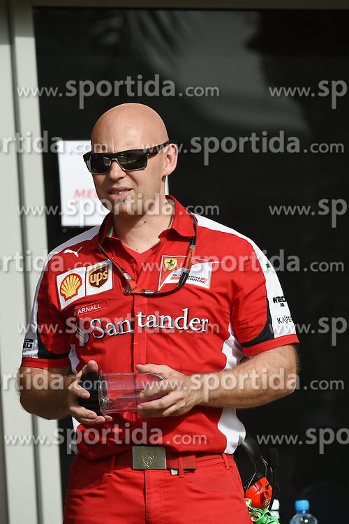 18.04.2015, International Circuit, Sakhir, BHR, FIA, Formel 1, Grand Prix von Bahrain, Qualifying, im Bild Mark Arnall (GBR) Kimi Raikkonen (FIN) Ferrari trainer // during Qualifying of the FIA Formula One Bahrain Grand Prix at the International Circuit in Sakhir, Bahrain on 2015/04/18. EXPA Pictures &copy; 2015, PhotoCredit: EXPA/ Sutton Images/ Mark<br /> <br /> *****ATTENTION - for AUT, SLO, CRO, SRB, BIH, MAZ only*****