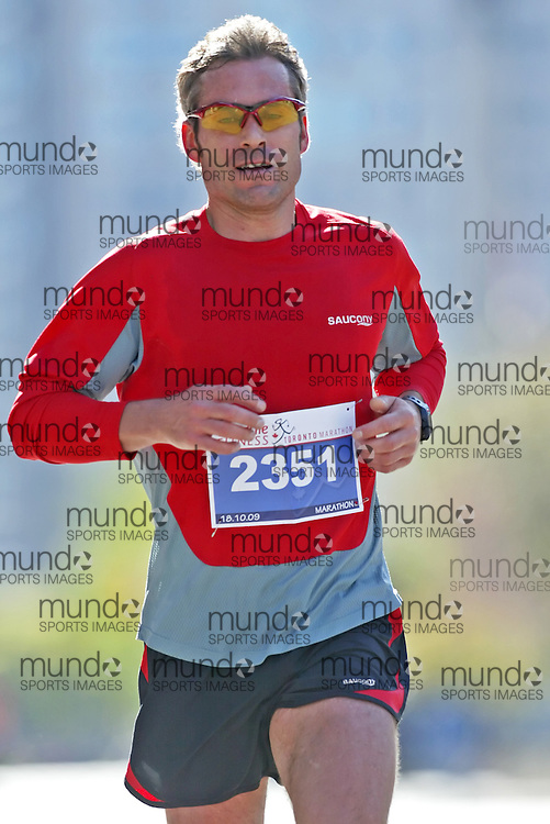 "(Toronto, Ontario -- 18 Oct 2009)   DENNIS COLBURN runs in the Goodlife Fitness Toronto Marathon. [Photo credit should read ""Sean Burges / Mundo Sport Images""]"