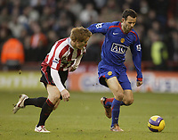 Photo: Aidan Ellis.<br /> Sheffield United v Manchester United. The Barclays Premiership. 18/11/2006.<br /> Man Utd's Ryan Giggs and Sheffield's Rob Kozluk