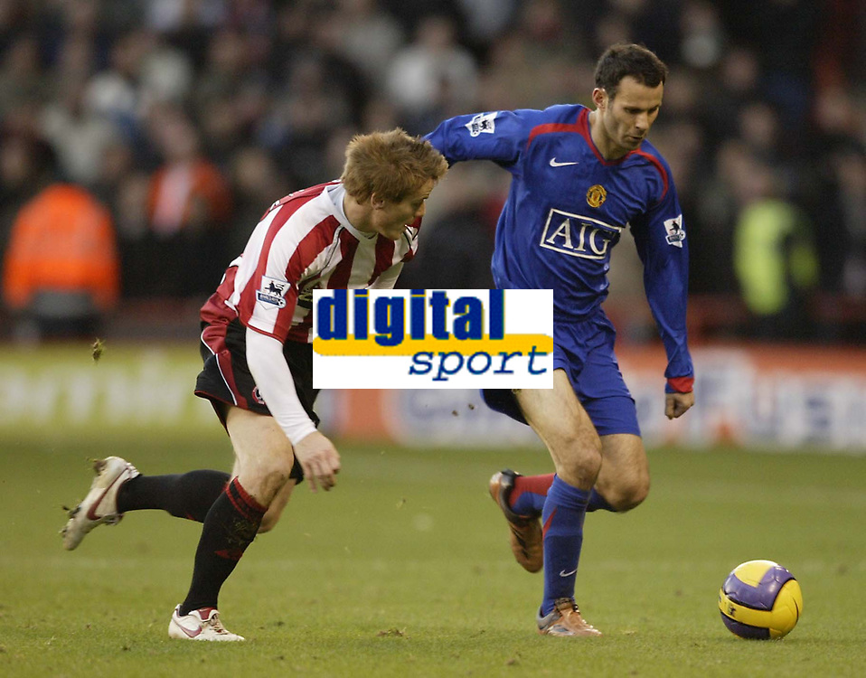 Photo: Aidan Ellis.<br /> Sheffield United v Manchester United. The Barclays Premiership. 18/11/2006.<br /> Man Utd's Ryan Giggs and Sheffield's Rob Kozluk