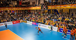19-02-2017 NED: Bekerfinale Draisma Dynamo - Seesing Personeel Orion, Zwolle<br /> In een uitverkochte Landstede Topsporthal wint Orion met 3-1 de bekerfinale van Dynamo / Volle topsporthal publiek support Ryan Anselma #1 of Orion