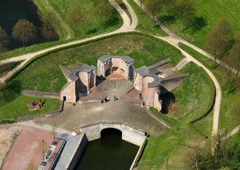 Keldermanspoort in Hulst of dobbelpoort was zowel een landpoort als waterpoort en ging verloren in 80 jarige oorlog. In 1952 is de poort opgegraven en vervolgens gerestaureerd