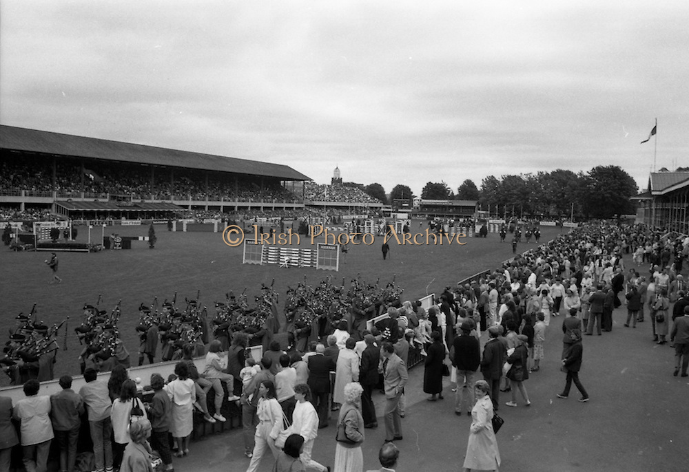 07/08/1987<br /> 08/07/1987<br /> 07 August 1987<br /> Bank of Irelands Nations Cup for the Aga Khan trophy competition.  general view of the show grounds as the teams file past.