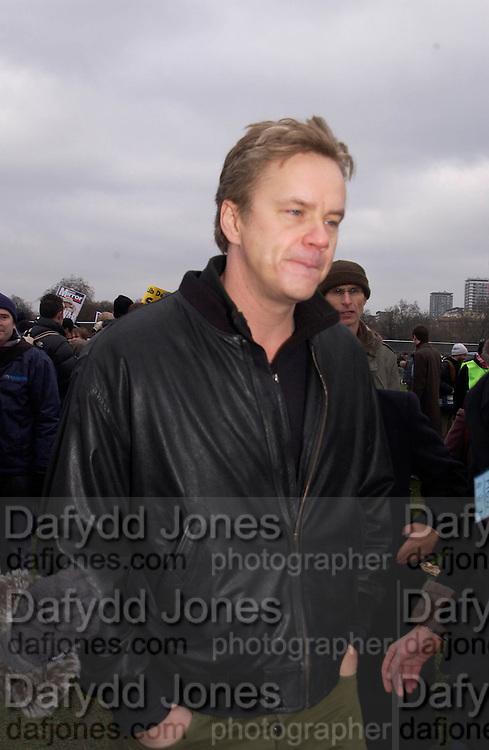 Tim Robbins, Anti War Rally, Hyde Park. 15 February 2003. © Copyright Photograph by Dafydd Jones 66 Stockwell Park Rd. London SW9 0DA Tel 020 7733 0108 www.dafjones.com