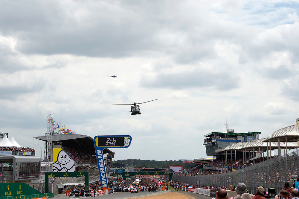 fans, grid walk, pre-race, atmosphere, flyover<br /> Saturday 16 June 2018<br /> 24 Hours of Le Mans<br /> 2018 24 Hours of Le Mans<br /> Circuit de la Sarthe  FR<br /> World Copyright: Scott R LePage