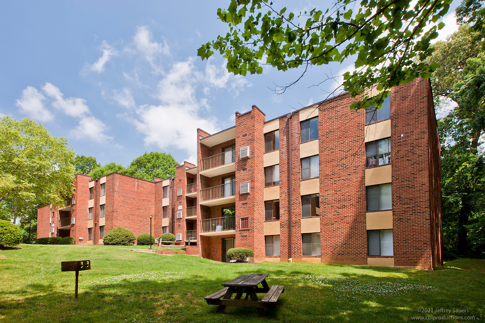Architectural photography of Parkway Apartments in Williamsburg VA by Jeffrey Sauers of Commercial Photographics.