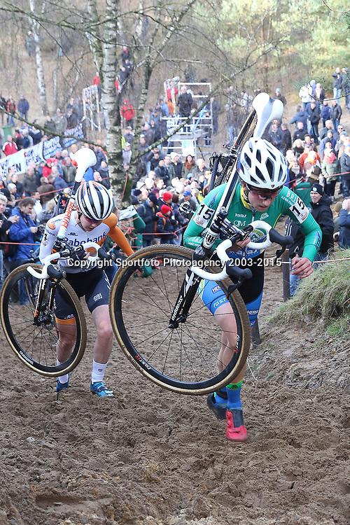 10-01-2016: Wielrennen: NK Veldrijden: Hellendoorn<br />HELLENDOORN (NED) veldrijden Op de flanken van de Sallandse Heuvelrug streden de veldrijders om de Nederlandse titel bij de vrouwen.<br />Maud Kaptheijns (Westerhoven, Anna van der Breggen