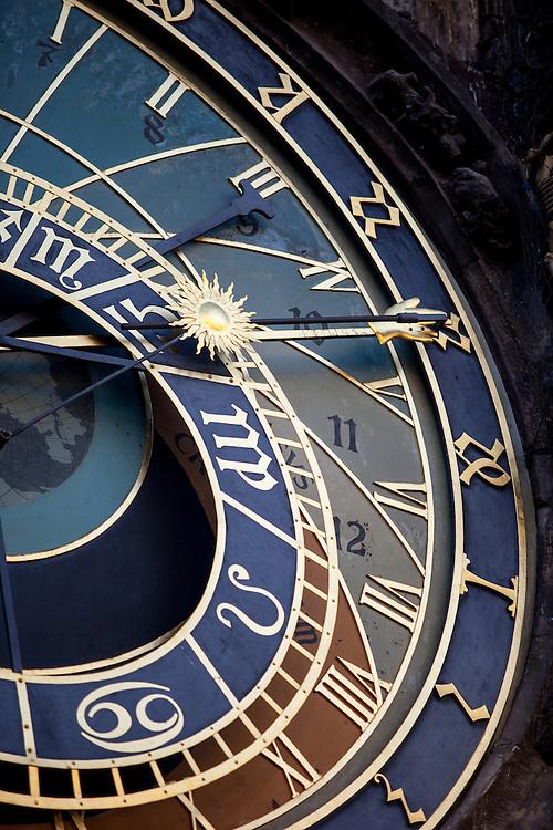 Die astronomische Aposteluhr (ORLOJ) am Altstädter Rathaus in Prag.