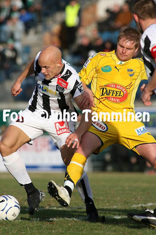 22.04.2007, Veritas Stadion, Turku, Finland..Veikkausliiga 2007 - Finnish League 2007.TPS Turku - IFK Mariehamn.Jarno Heinikangas (TPS) v Mika Niskala (IFKM).©Juha Tamminen.....ARK:k