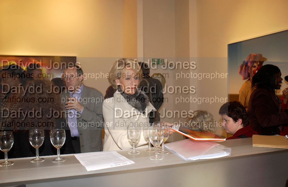 The Duchess of Marlborough, Private view of photos of Clowns by Cindy Sherman. Spruth Magers Lee Gallery. Berkeley St. London. 25 November 2004. ONE TIME USE ONLY - DO NOT ARCHIVE  © Copyright Photograph by Dafydd Jones 66 Stockwell Park Rd. London SW9 0DA Tel 020 7733 0108 www.dafjones.com