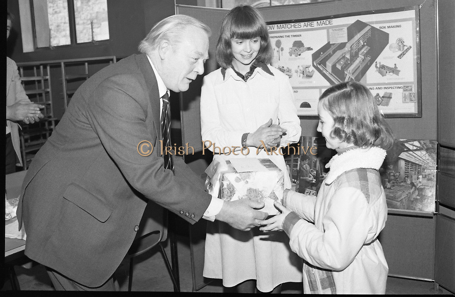 1980-03-07.7th March 1980.07/03/1980.03-07-80..Photographed at Maguire & Paterson, Dublin..The Youngest Matchmaker:..Alan Buttanshaw, Managing Director of Maguire & Paterson hands a prize to the youngest winner,Jacqueline McCormack (8),  winner of a £15 prize, St Brigid's Terrace, Clane, Co Kildare to the applause of Ruth Buchanan, presenter of RTE's Poparama.