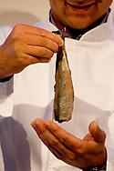 SCHEVENINGEN - wendy van dijk  bij de veiling van het eerste vaatje Hollandse Nieuwe haring, de traditionele start van het haringseizoen. ANP ROBIN UTRECHT