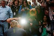 Barry Atsma poseert voor een horde fotografenCarice van Houten en Barry Atsma onthullen een tegel met hun handafdruk op de Utrechtse walk of fame aan de Vinkeburgstraat.<br /> <br /> Photographers are taking pictures of Barry Atsma. Actors Carice van Houten and Barry Atsma have uncovered their golden tile with their handprint on the walk of fame in Utrecht.
