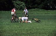 Hong Kong. last bicycle polo match barracks  Gurkhas    / dernier match de polo . bicyclette sur la base militaire ìGalipoli Linesî du bataillon  Gurkha.  / R00057/69    L940714a  /  P0000324