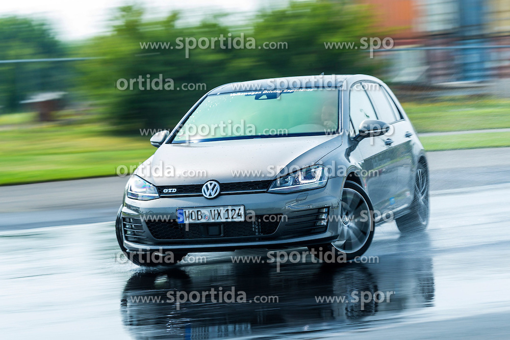 12.08.2015, FahrsicherheitsCentrum, Rheinberg, GER, 1. FBL, SChalke 04, Fahrsicherheitstraining, im Bild Schleudertraining // during the VW Driving Experience of German Bundesliga Club FC Schalke 04 at the FahrsicherheitsCentrum in Rheinberg, Germany on 2015/08/12. EXPA Pictures &copy; 2015, PhotoCredit: EXPA/ Eibner-Pressefoto/ Hommes<br /> <br /> *****ATTENTION - OUT of GER*****