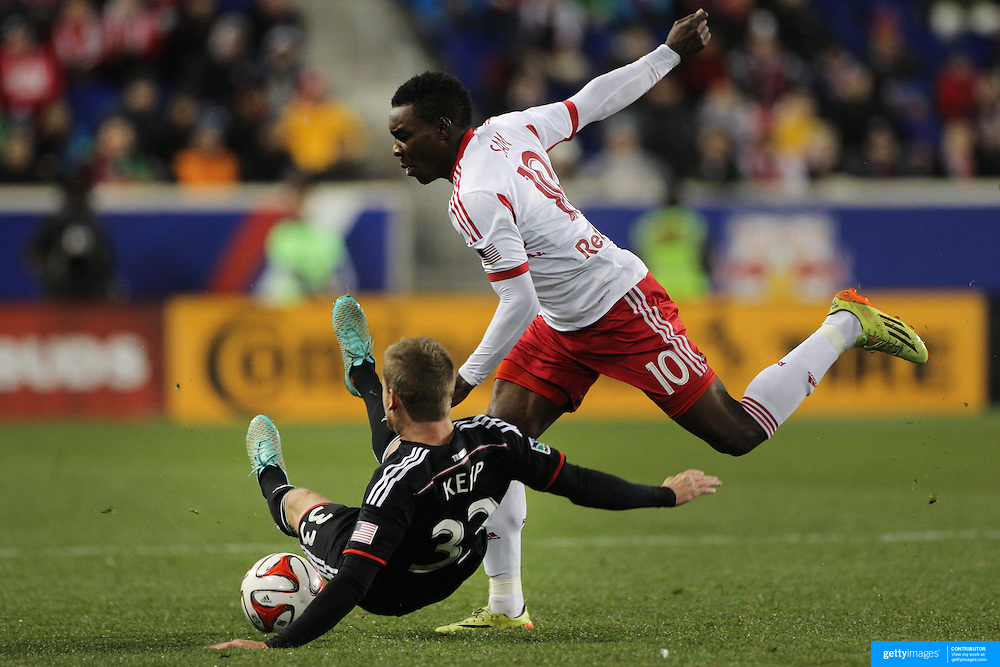 Taylor Kemp, (left), DC United challenges Lloyd Sam, New York Red Bulls, during the New York Red Bulls V DC United, MLS Cup Playoffs, Eastern Conference Semifinals first leg at Red Bull Arena, Harrison, New Jersey. USA. 2nd November 2014. Photo Tim Clayton