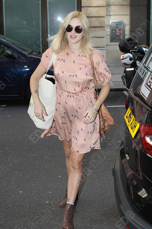 06.SEPTEMBER.2012. LONDON<br /> <br /> FEARNE COTTON ARRIVING AT THE STUDIOS OF RADIO 1.<br /> <br /> BYLINE: EDBIMAGEARCHIVE.CO.UK<br /> <br /> *THIS IMAGE IS STRICTLY FOR UK NEWSPAPERS AND MAGAZINES ONLY*<br /> *FOR WORLD WIDE SALES AND WEB USE PLEASE CONTACT EDBIMAGEARCHIVE - 0208 954 5968*