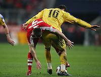 08.12.2007 Fussball Bundesliga Saison 2007/08 FC Bayern Muenchen - MSV Duisburg Franck RIBERY (FCB, l) gegen Youssef MOKHTARI (MSV).