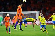 AMSTERDAM, NEDERL&Auml;NDERNA - 2017-10-10: Virgil Van Dijk i Nederl&auml;nderna och Marcus Berg i Sverige k&auml;mpar om bollen under FIFA 2018 World Cup Qualifier mellan Nederl&auml;nderna och Sverige p&aring; Amsterdam ArenA den 10 oktober, 2017 i Amsterdam, Nederl&auml;nderna. <br /> Foto: Nils Petter Nilsson/Ombrello<br /> ***BETALBILD***
