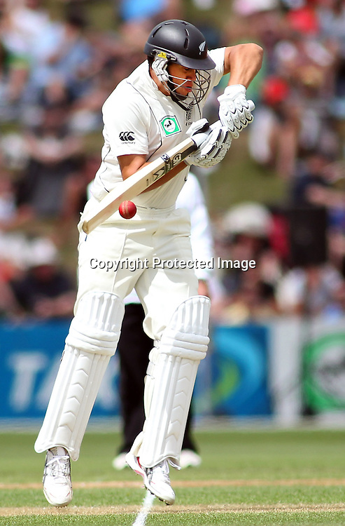 Ross Taylor defends a short ball on day 1 of the 2nd test at the Basin Reserve in Wellington, New Zealand v Pakistan, 15th January 2011.<br /> PHOTO: Grant Down / photosport.co.nz