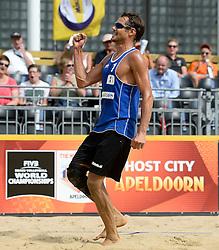 17-07-2014 NED: FIVB Grand Slam Beach Volleybal, Apeldoorn<br /> Poule fase groep A mannen - Reinder Nummerdor NED