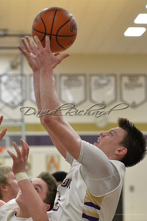 Midview at Vermilion boys varsity basketball on January 13, 2015. Images © David Richard and may not be copied, posted, published or printed without permission.