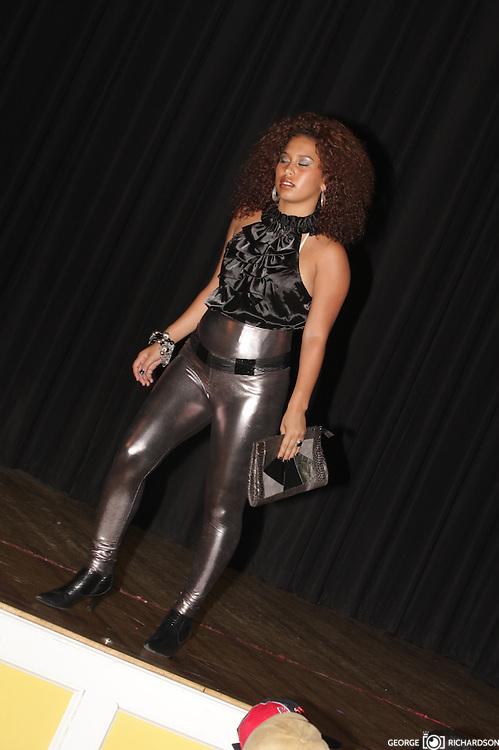Wanny Nuñez , desfile belleza, Semana Hispana lawrence, 2007