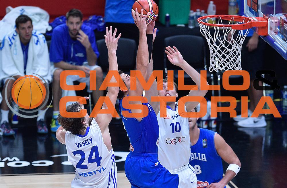 DESCRIZIONE : Lille Eurobasket 2015 Qualificazioni 5-8 posto Qualification 5-8 Game Italia Repubblica Ceca Italy Czech Republic<br /> GIOCATORE : Marco BElinelli<br /> CATEGORIA : tiro schiacciata<br /> SQUADRA : Italia Italy<br /> EVENTO : Eurobasket 2015 <br /> GARA : Italia Repubblica Ceca Italy Czech Republic<br /> DATA : 17/09/2015 <br /> SPORT : Pallacanestro <br /> AUTORE : Agenzia Ciamillo-Castoria/ElioCastoria<br /> Galleria : Eurobasket 2015 <br /> Fotonotizia : Qualificazioni 5-8 posto Qualification 5-8 Game Italia Repubblica Ceca Italy Czech Republic