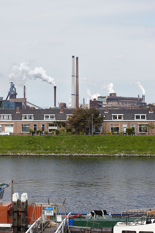 Nederland. IJmuiden, 7 mei 2012. <br /> Tata Steel, hoogovens, industrie, luchtvervuiling, natuur, milieu, vervuiling, leefbaarheid, <br /> Foto : Martijn Beekman/&copy;provincie Noord-Holland