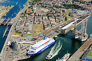 Nederland, Noord-Holland, IJmuiden, 01-08-2016; overzicht zeehaven IJmuiden met booreilanden en ferry van DFDS Seaways. <br /> Overview port of IJmuiden.<br /> luchtfoto (toeslag op standard tarieven);<br /> aerial photo (additional fee required);<br /> copyright foto/photo Siebe Swart